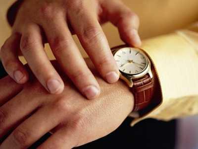 日期表 手表如何正确调整时间和日期
